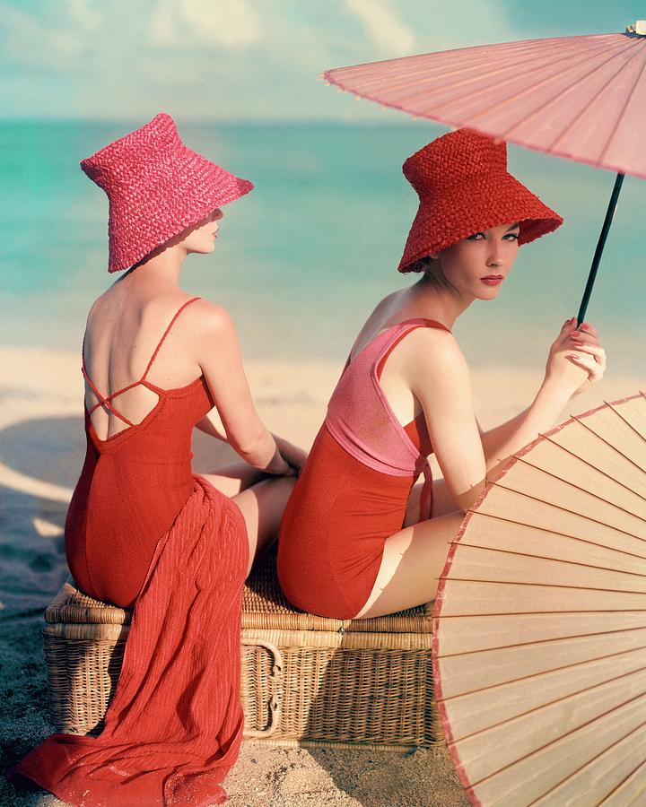 models-at-a-beach-louise-dahl-wolfe